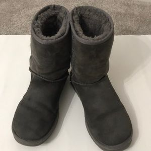 Ugg boot size 8 gray in good shape